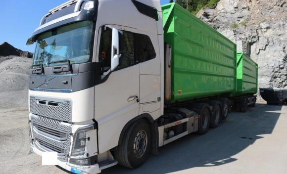 Volvo Fh16 750 Tridem With Trailer