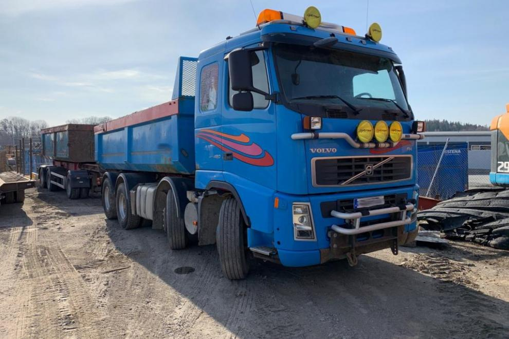 Volvo FM 480 with trailer